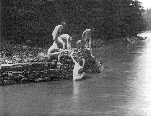 Eakin's_art_studens_bathing_3.jpg