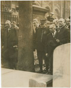 7066.Q.11: Marshall Joffre<br/>Viviani, Mayor Smith,<br/>Samual Vauclain at Franklin's grave<br/><small>Image courtesy of<br/>the Library Company of Philadelphia<br/>http://www.librarycompany.org</small>