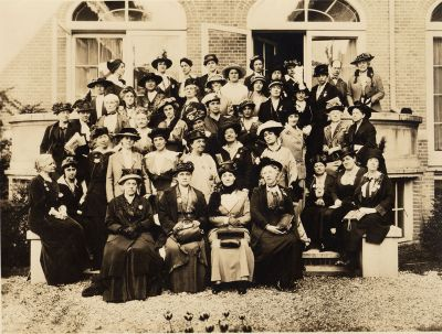 U.S. Delegation to the International Congress<br/>of Women for a Permanent Peace, The Hague, 1915 <br/><small>Women's International League for Peace and Freedom Records,<br/>Swarthmore College Peace Collection</small>
